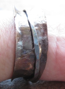 wonky spinner ring finger view